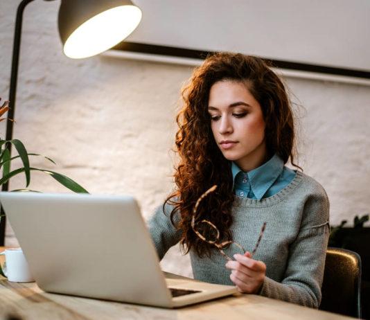 Jak znaleźć pracę przez internet?