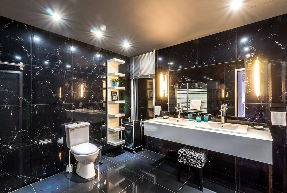 Nowoczesna aranżacja łazienki – czerń z bielą