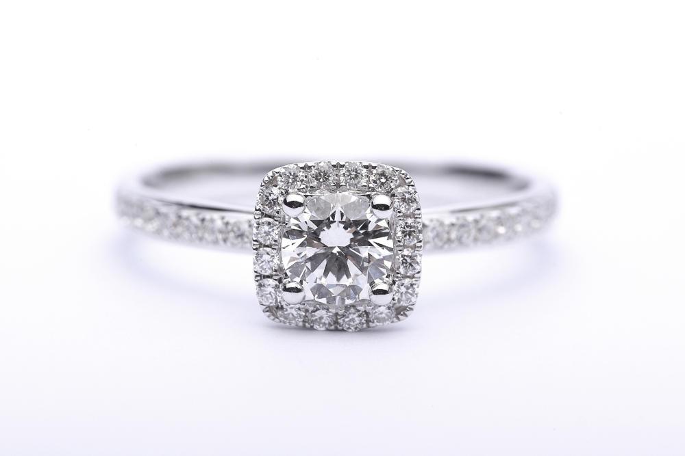 Czyszczenie pierścionków z diamentami. Jak to zrobić?
